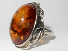 Art Deco silver ring with amber from the 1930s