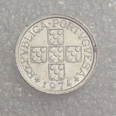 Portugal Republic - 10 Centavos 1974 - 90º axis - Scarce