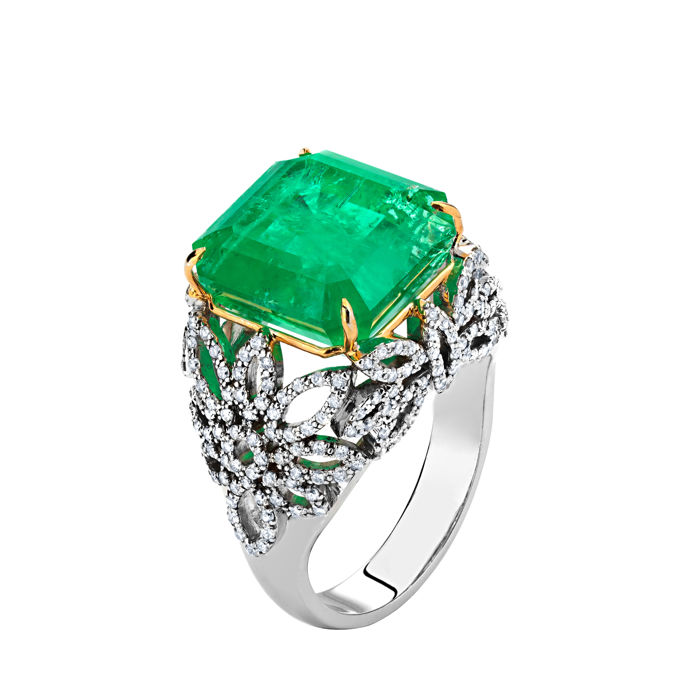 13.60 ct. Rare Russian Ural Vivid Green Emerald Gold Ring With Diamonds.