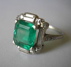 Art Deco Platinum Emerald and Diamond ring, incl. certificate of GCS gemstone lab, London