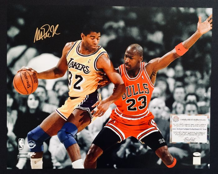 Magic Johnson #32 / LA Lakers - Amazing Signed Poster ( 40 x 50 cm ) - with Certificate of Authenticity