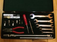 Jaguar original vehicle tool kit