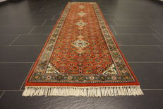 Distinguished hand-woven oriental carpet, Indo Bijar Herati 85 x 305 cm, made in India at the end of the 20th century