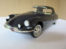Norev - Scale 1/18 - Citroën DS 19 Cabriolet 1961 - Blue