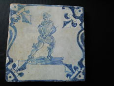 Baluster tile with pikeman