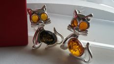 """Brooche of two """"Kittens"""" -  natural Baltic amber - zilver 925 - no pressed - UV test"""