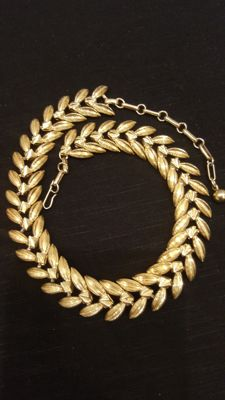 Beautiful Vintage Signed Coro gold toned necklace 42 cm
