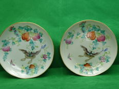 2 Famille Rose saucers - China - late 19th century (Kwang Hsu 1875-1908)