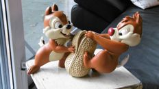 Disney, Walt - Figure - Chip 'n Dale with peanut (1990s)