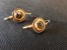 18 kt gold earrings with amber, 8.8 g (approx.), 4 cm x 2 cm (approx.)