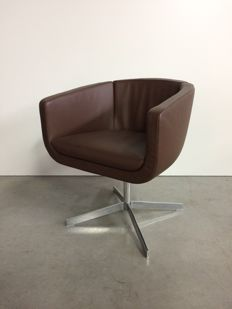 Jeffrey Bernett for B&B Italia – Tulip armchair Sixty Six TU4 (lot 1)