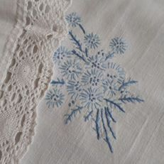 Flowers tablecloth - hand embroidered with lace - Italy