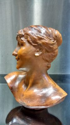 Dominique Van den Bossche (1854-1906) - Art Nouveau lady's bust of brown-patinated terracotta
