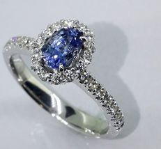 Diamond ring with exclusive 0.50 ct sapphire & 30 diamonds of 0.50 ct in total