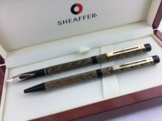 "Sheaffer Targa 676 ""Feather Pattern"" Slimline fountain pen + ball pen in beautiful wooden box."
