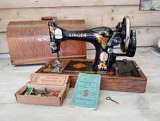 Singer 128K sewing machine with wooden dust cover, 1929