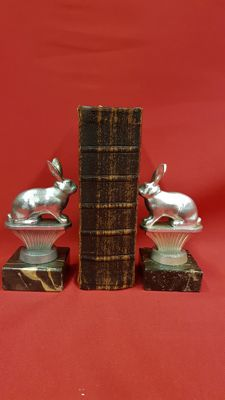 Set of bookends hares