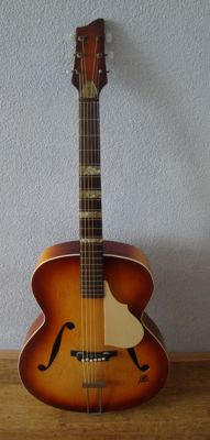 Beautiful Jazz guitar by Framus +/- 1950