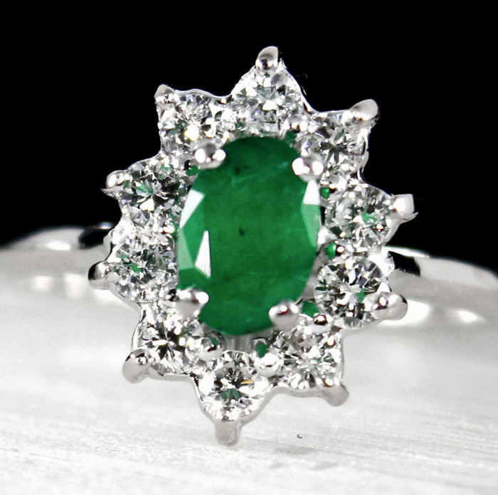 18K white gold cocktail ring with natural Colombian Emerald 1.20ct & brilliant cut diamonds.