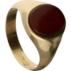 14 kt - Yellow gold signet ring set with carnelian - Ring size: 20.75 mm