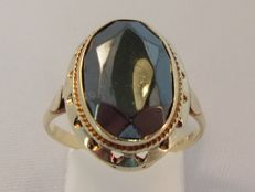 Antique 14 kt yellow gold ring with a hematite – 6.00 ct
