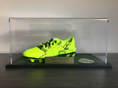 Autographed Asensio shoe in case with photo of the signing moment and certificate of authenticity