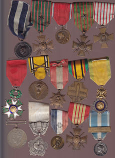LOT OF MILITARY MEDALS, FRENCH BELGIANS GREEK AND ENGLISH
