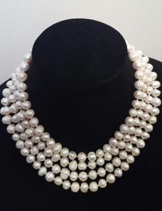 Long necklace composed of freshwater pearls - Length: 180 cm