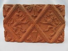 Post medieval - Fireplace stone with coat of arms of lions - dated 1614 - early 17th century - 15.5 cm, x 9.5 cm. x 5 cm
