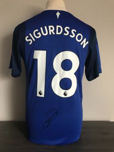 Gylfi Sigurdsson signed Everton FC home 2017-2018 shirt with photo of the signing moment and COA
