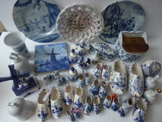 Lot van 40 hand painted Porseleinen/keramiek diverse landen o.a-Holland,Portugal,Us enz