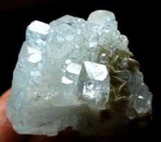 Multi Terminated Natural Aquamarine Crystal Cluster with Mica - 37 x 47 x 41mm - 94 gr
