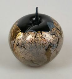 Isle of Wight - glass paperweight apple 'Azzurene'