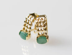 14 kt gold earrings with jade