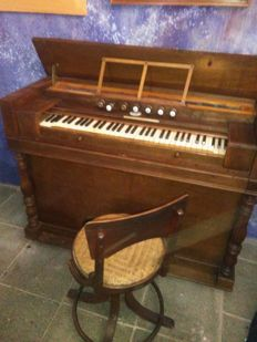 Dumont and Levievre oak harmonium, matching adjustable chair