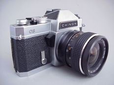 Chinon CS, vintage SLR, with Auto Chinon 1:2.8 f = 35 mm wide-angle lens and Pallas Magenta AM 1: 2.8 f = 135 mm portrait lens.
