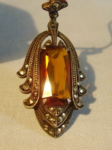 Art Nouveau pendant with Madeira coloured spinel of 14ct and marcasites, made around 1920/25