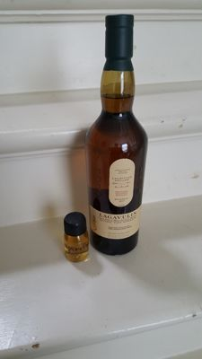 Lagavulin Islay Distillery Exclusive Bottling 2017 + 3 ml sample