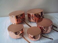 Set of five tinned copper pans METAUX OUVRES VESOUL tableware