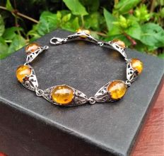 Bracelet in solid silver with 7 amber cabochons and ring with amber, 2 ct and 9 hematites, period 1950/65