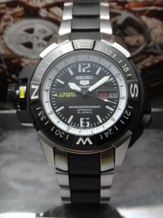 Seiko 5 Map Meter 2000's - men watch