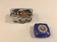 Two hand-painted jewellery boxes by Limoges, signed by Jorge Aguilar (1936)