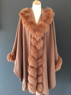 Luxurious women's cashmere winter coat with real SAGA Fox Fur Collar and arms, Claire, France, Paris