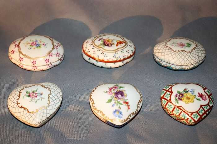 Collection of 6 pieces of Paris hand painted royal porcelain