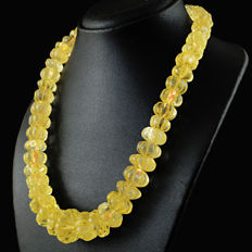 Citrine necklace with 18 kt (750/1000) gold clasp, length 50cm.-