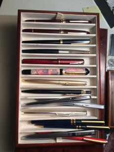 Collection of 15x vintage pens