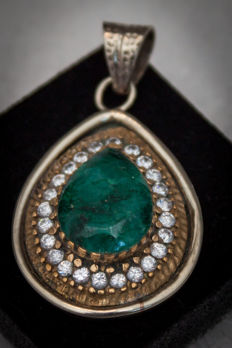 Beautiful large silver pendant with emerald