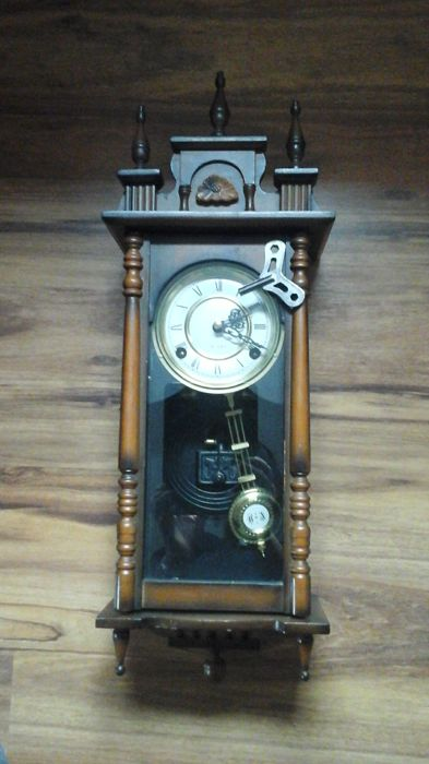 Wall clock with adjustable pendulum