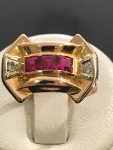 Tank art deco ring in 18 kt rose gold, ornamented with three rubies and 2 diamonds, no reserve price