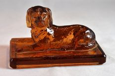 Moulded glass English spaniel paperweight, France or England, 19th century